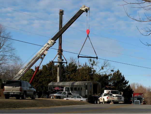 Cranes lfting a Pullman car