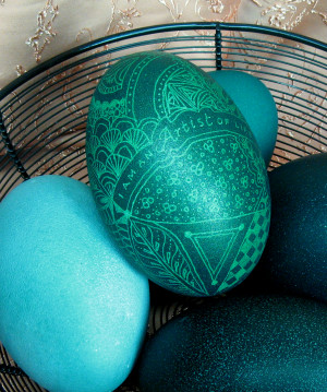 Emu egg decorated in green